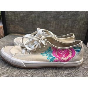 👄Old Navy Floral Embroidered Tennis Walking Shoe
